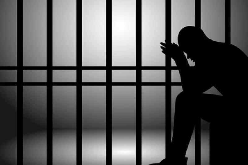 Giải mã mơ bị bắt đi tù là điềm báo gì? Nằm mơ người yêu mình đi tù có sao không?