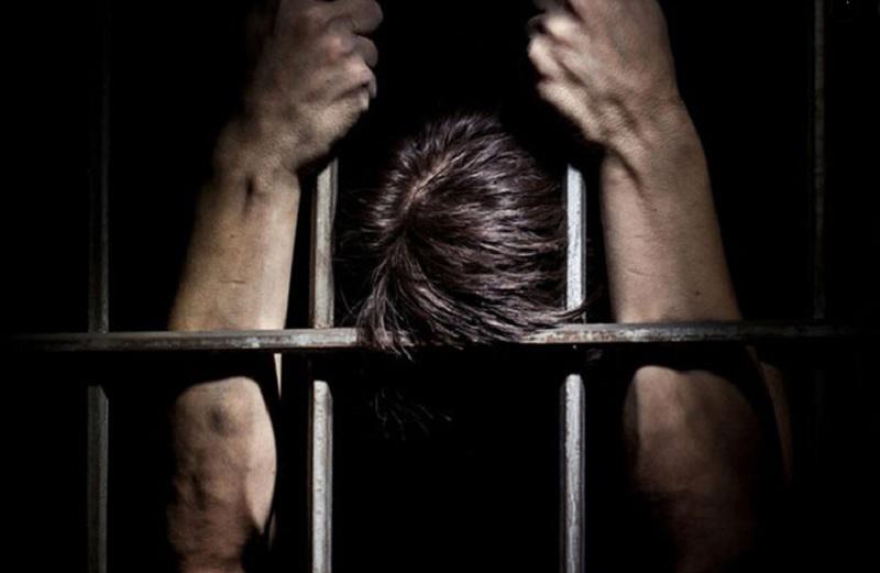 Giải mã mơ bị bắt đi tù là điềm báo gì? Mơ thấy mình đi tù xấu hay tốt?