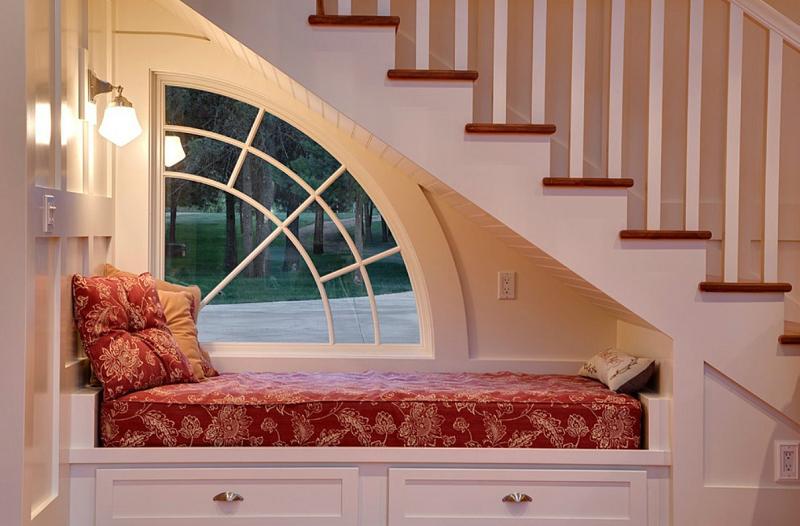 Kiêng kỵ khi kê giường ngủ theo phong thủy, không kê giường ngủ dưới chân cầu thang