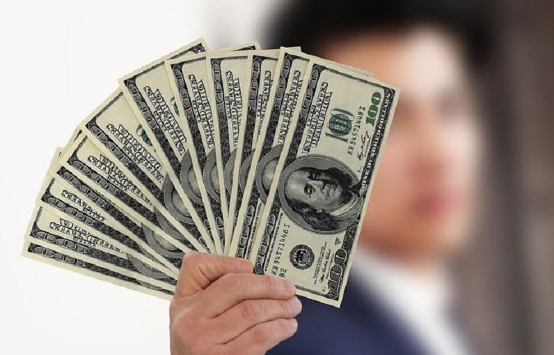 Mơ thấy có người cho tiền là điềm lành hay dữ? Mơ thấy đàn ông cho mình tiền