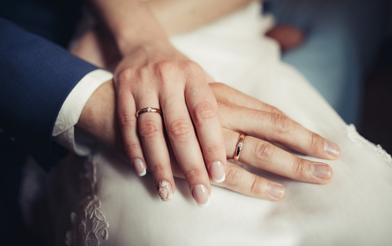 Đeo nhẫn cưới tay nào? Nên đeo nhẫn cưới tay nào?