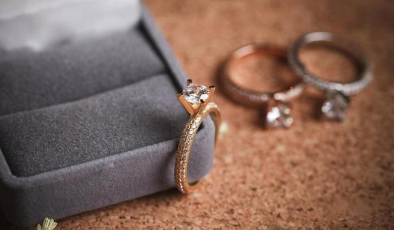 Mất nhẫn cưới có sao không? Mất nhẫn cưới đánh con gì?