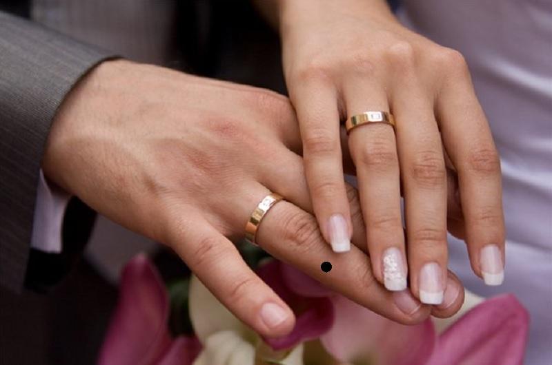 Nốt ruồi ở ngón tay áp út. Nốt ruồi ngón tay đeo nhẫn
