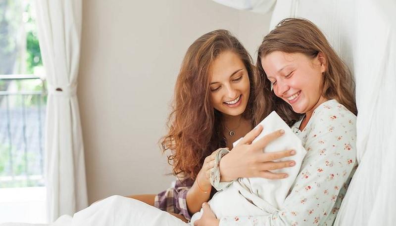Bà bầu có nên đi thăm gái đẻ không? Có nên đi thăm người mới đẻ?