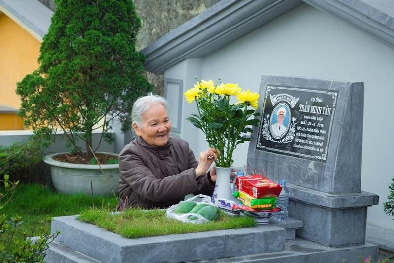Có nên trồng hoa mười giờ trên mộ? Cây gì trồng được ở mộ?