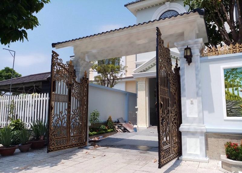 Cổng nhà nên mở ra hay mở vào?