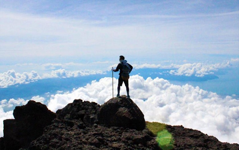 Mơ thấy leo núi là điềm gì?