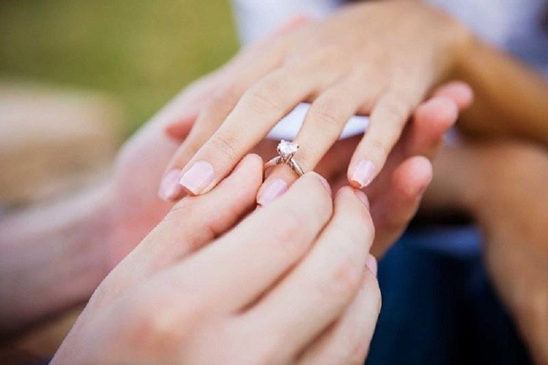 Nằm mơ thấy mình được cầu hôn là điềm gì? Mơ thấy có người cầu hôn mình đánh con gì?