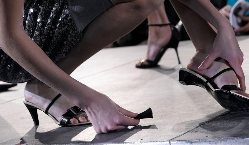 Mơ thấy giày dép là điềm gì?Mơ thấy làm mất giày dép đánh con gì?