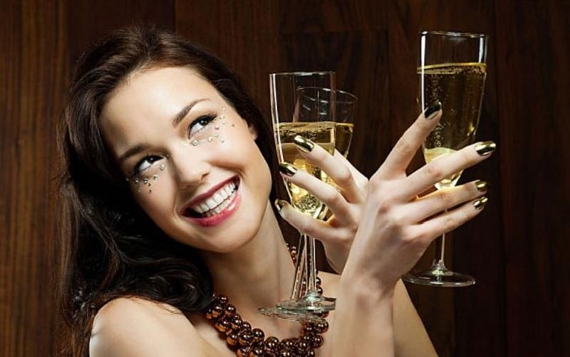 Mơ thấy vợ uống rượu là điềm gì? Mơ thấy uống rượu là điềm gì?