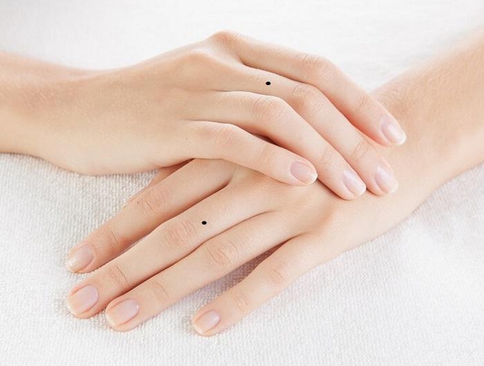 Ý nghĩa nốt ruồi ở ngón tay giữa