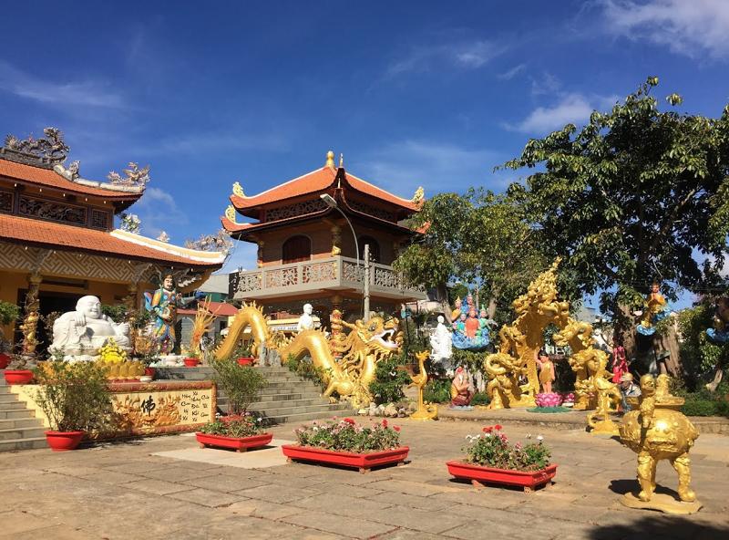 Hình ảnh các ngôi chùa ở Đà Lạt. Chùa Linh Quang