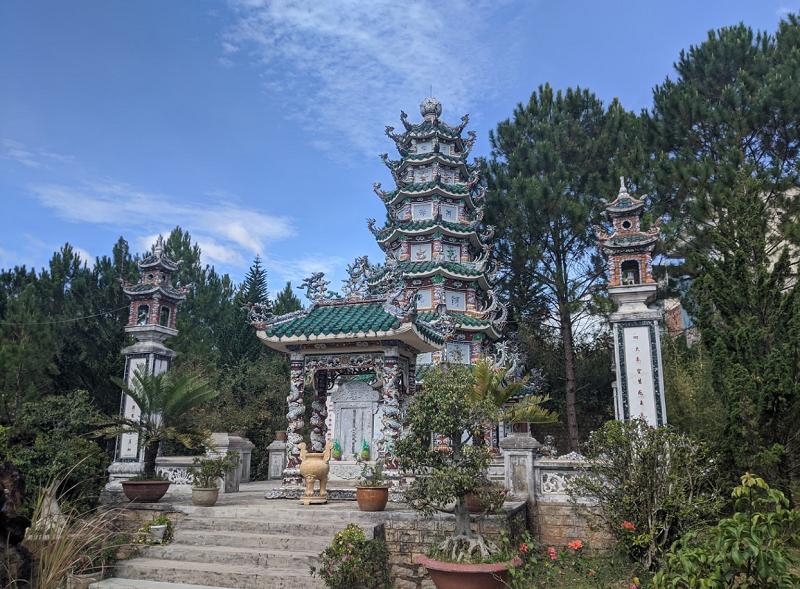 Những ngôi chùa linh thiêng ở Đà Lạt. Đà Lạt có những chùa nào đẹp, nổi tiếng? chùa Linh Sơn